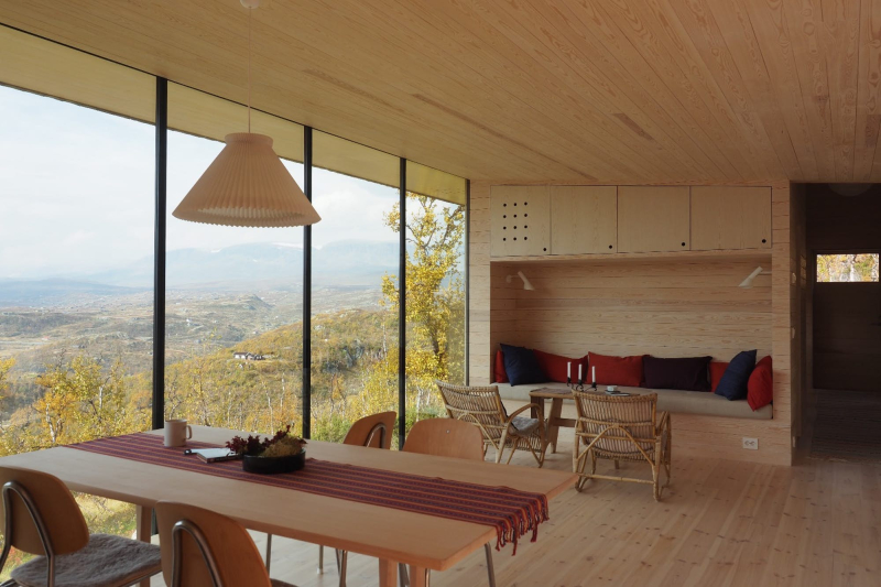 Cabin Ustaoset generous glazing makes the most of the amazing views (Credit Knut Bry)