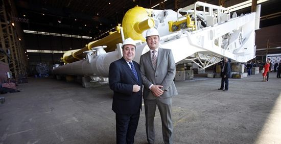 Aquamarine Power CEO Martin McAdam with Scotland's First Minister Alex Salmond
