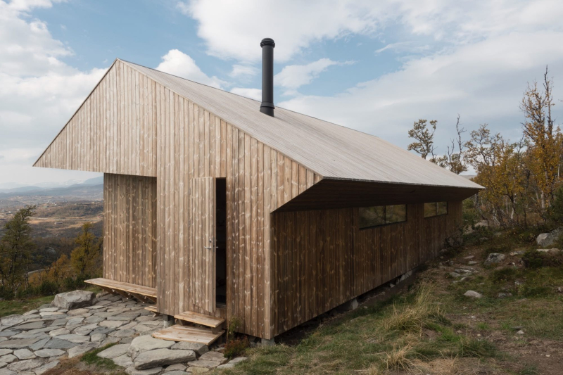Cabin Ustaoset takes its place remarkably well on the hillside( Credit Knut Bry)